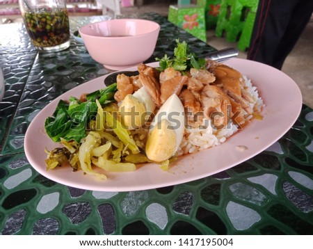 Thai food that has a perfectly balanced flavor, is sold in a single restaurant. There are recipes and resolutions to bring various ingredients to cook.