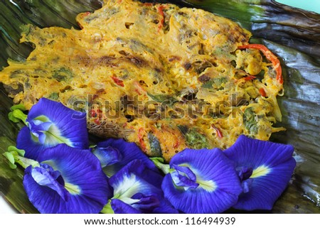 Thai fried eggs with flower surrounding packing by banana's leaf