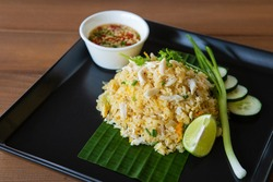 Thai fried rice with crab meat (Khao pad poo)