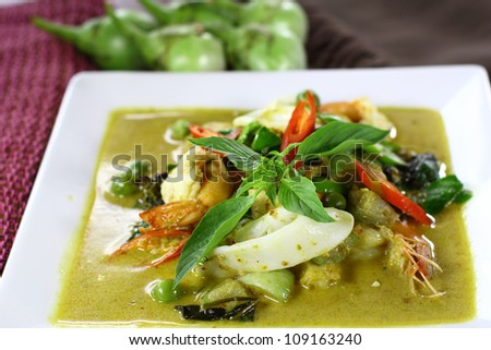 Thai green curry with shrimp and squid