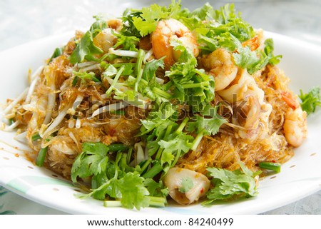 thai noodle with shirmps