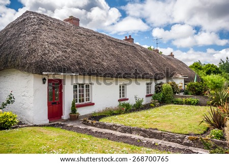 Thatch roof cottage in the picturesque village of Adare, Ireland