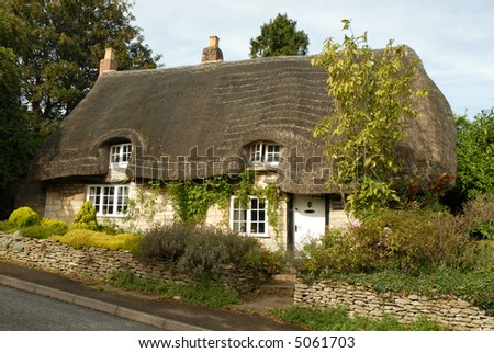 thatched cottage in rural England (Cotswolds) - stock photo