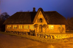 Thatched house, dusk, Keitum, Sylt, North Frisian Island, Schleswig-Holstein, Germany