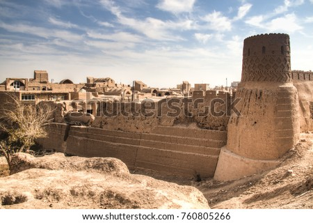 The ancient Narin Qal'eh (Qaleh) clay castle in the centre of Meybod near Yazd in Iran is one of the best preserved mud-brick fortresses Stok fotoğraf ©