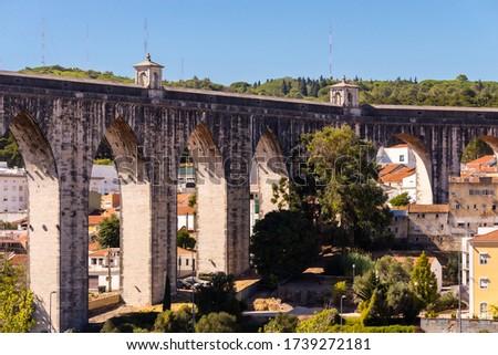 The Aqueduct Aguas Livres or Portuguese: Aqueduto das Aguas Livres or Aqueduct of the Free Waters is a historic aqueduct in the city of Lisbon, Portugal Foto stock ©