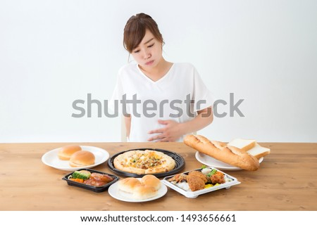 The Asian woman who eats food Photo stock ©