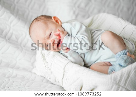the baby cries #1089773252