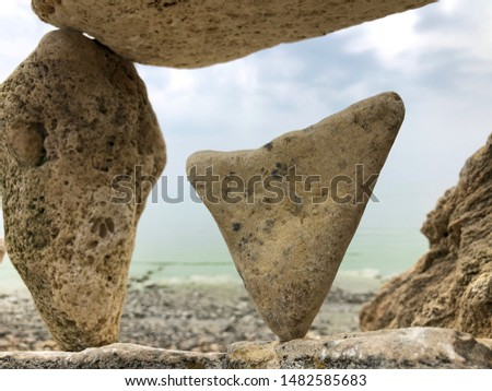The balance of stones on the Bay. Heart of stone. The nature of the stone. Love in stone.
