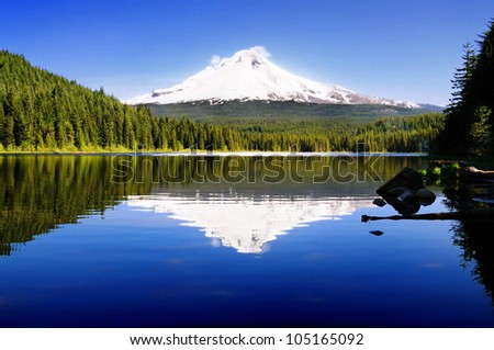 The beautiful Mount Hood reflection in Trillium Lake