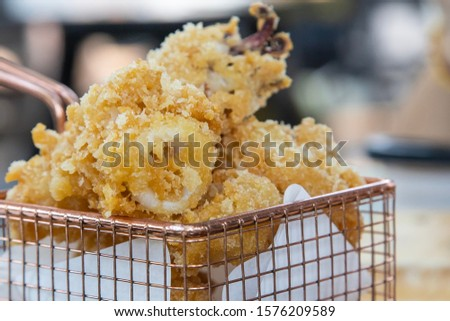 The beautiful pattern fried squid