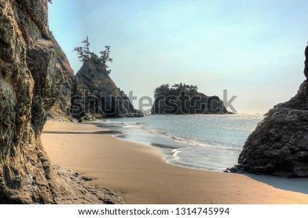 The beautiful Secret Beach in Samuel H. Boardman State Scenic Corridor. After a short hike, you arrive at this hidden amazing peaceful beach. Samuel H. Boardman, Oregon, USA. #1314745994