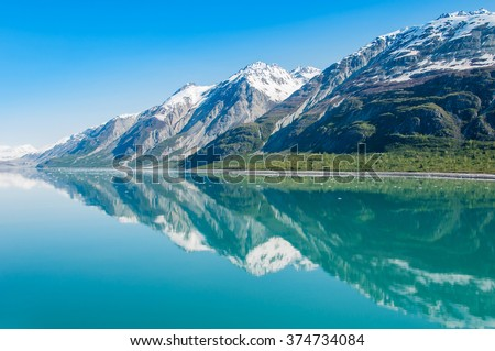 The beauty of North America   Alaska: Picturesque view of the mountains reflecting in still water of Glacier Bay in  Alaska, United States. Stock fotó ©