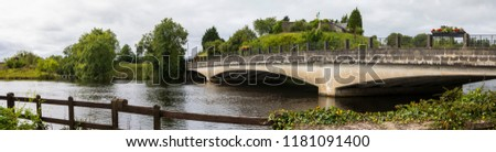 The Belleek Bridge that links Northern Ireland to the Republic of Ireland - viewed from the Northern Ireland side of the border.  Stok fotoğraf ©