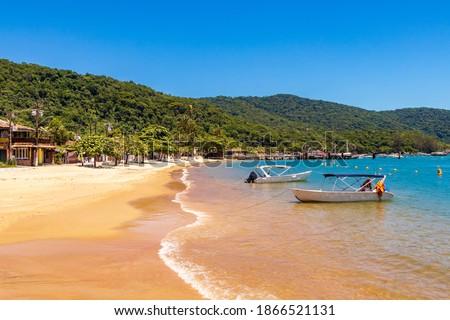 The big tropical island Ilha Grande Abraao beach in Angra dos Reis, Rio de Janeiro, Brazil. Foto stock ©