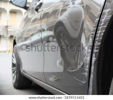 The black car has scratches on the back of the car due to a collision. Stockfoto ©