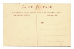The blank spine of an old postcard dating from 1910, with art nouveau letters, printed in red, on a beige background.