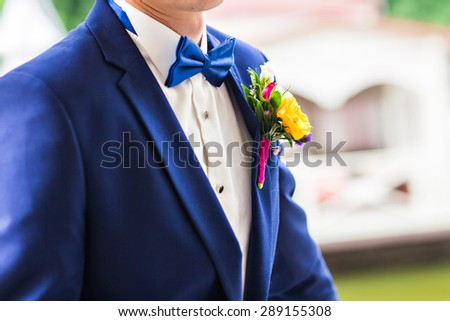 the blue bow tie of the groom