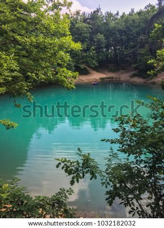The Blue Lake (Lacul Albastru) in the middle of the forest in Baia Sprie, Maramures - Romania Imagine de stoc ©