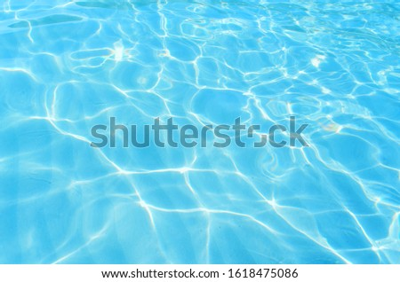 The blue water surface is hitting the surface of the sunshine.