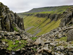 The boulder strewn path on the descent in to the High Cup Nick valley, Pennines, UK