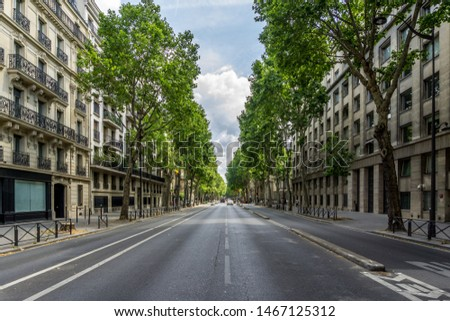 The Boulevard Saint-Germain—a major street in Paris on the Left Bank of the River Seine. Foto stock ©