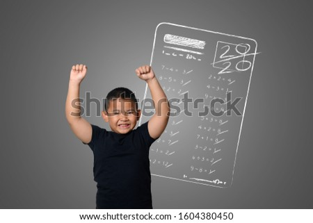 The boy showed full marks in some subjects tests on the blackboard. ストックフォト ©