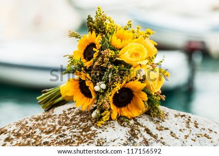 The bride chose a yellow theme and bouquet for her wedding.
