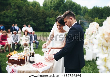 The brides pouring a sandon the wedding ceremony