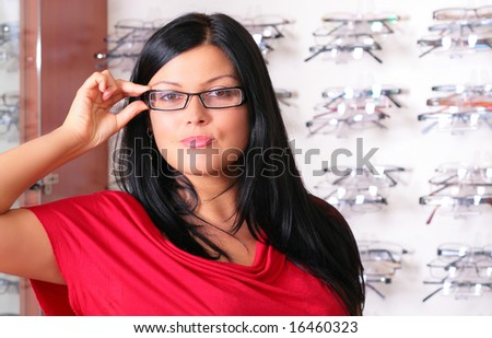 the brunette tries glasses