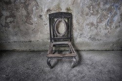 the burning old chair left only its skeleton