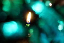 The candlelight in the center of the green bokeh