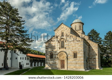 The church has five-nave naos, a three-part iconostasis, and a three-nave parvise. With the dome, it is 26 m high.[citation needed] Its outer walls are done in alternate layers of white and pink marbl Photo stock ©