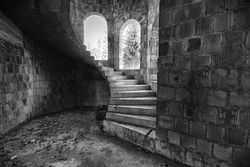 The circular staircase with steps in an abandoned house