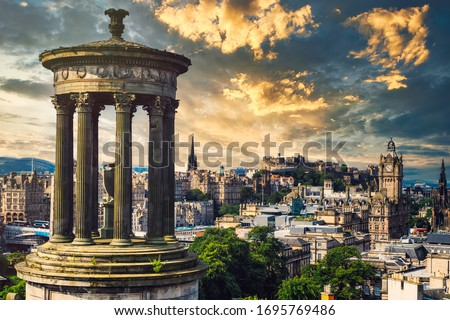 The city of Edinburgh in Scotland at sunset Stock foto ©