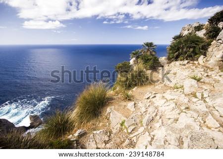 The cliff overlooking the Mediterranean Sea on Cap de Formentor on Balearic Island Majorca Foto stock ©