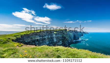 The Cliffs of Moher are sea cliffs located at the southwestern edge of the Burren region in County Clare, Ireland. Lenght is about 14 kilometres. Stock fotó ©