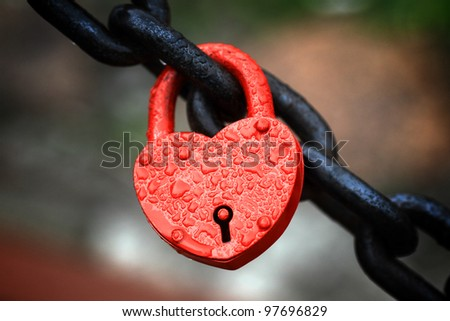 The closed red padlock in the form of heart