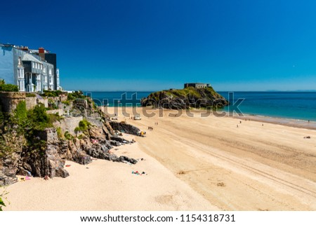 The colorful ancient town of Tenby with Castle Beach in the foreground (Tenby, Wales, UK)
