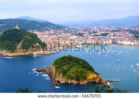 "The ""Concha"" gulf in the city of San Sebastian, Spain"
