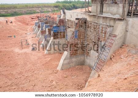 The construction of a retaining wall of irrigation structure, counterfort retaining wall, formwork for concrete construction, preparation to pour concrete, reinforcement