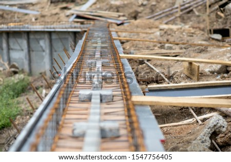 The construction of walls by used steel or iron structures to make beams before cement