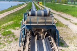 The conveyor of the sand at the sand mine