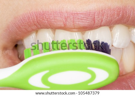 the correct use of a tooth brush for perfect oral hygiene