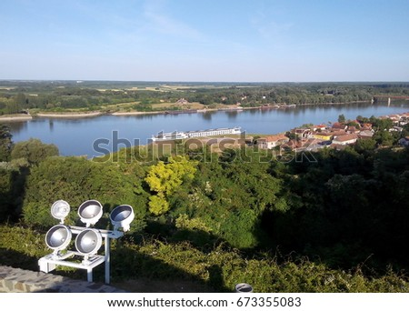 The Danube River seen from the Battle of Batina memorial monument. The Danube marks the border between Croatia and Serbia. The village on the right is Batina. Foto stock ©