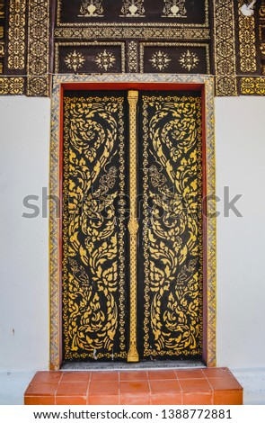 The decoration of Lanna art forms on the doors, windows, pillars, beams, inside the temple temple Can be seen in general temples in northern Thailand