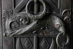 The decoration of the Royal Gate with a bronze ornament in the form of fish and an anchor