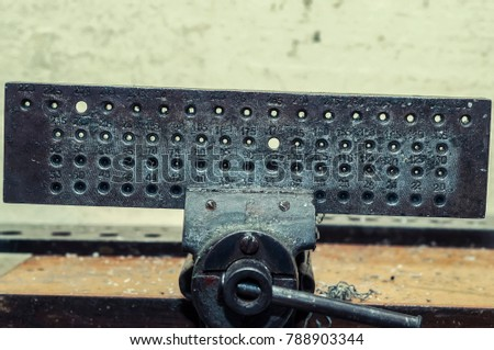 The die is used for the manufacture of wire and tubes. Through them, pull the wire through the holes from largest to smallest.