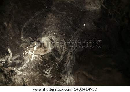 The dirty water, dirty foam from the drainage pipe, apparently the oil contamination. Pollution of water bodies in Europe Stockfoto ©