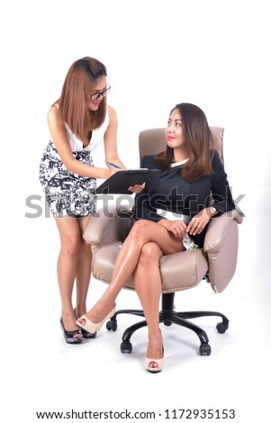 The employee dealing projects with her boss. Seem everything ok and deal with them in happy company.